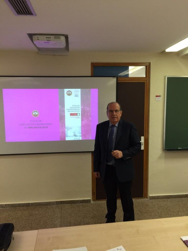 Título de Especialista Universitario en Implantología