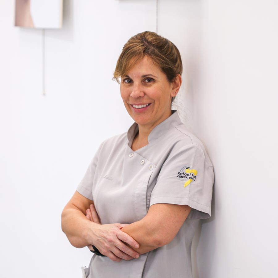 Marta Pla García, Auxiliar Odontología