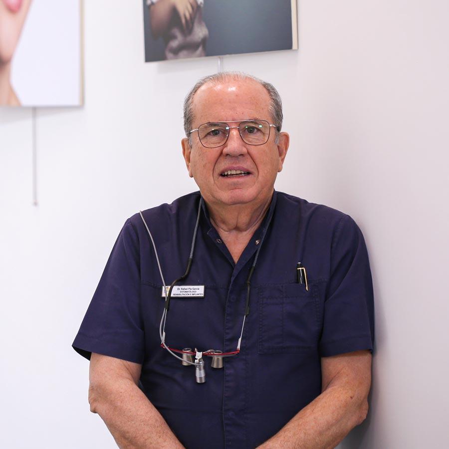 Rafael Pla García, Implantólogo