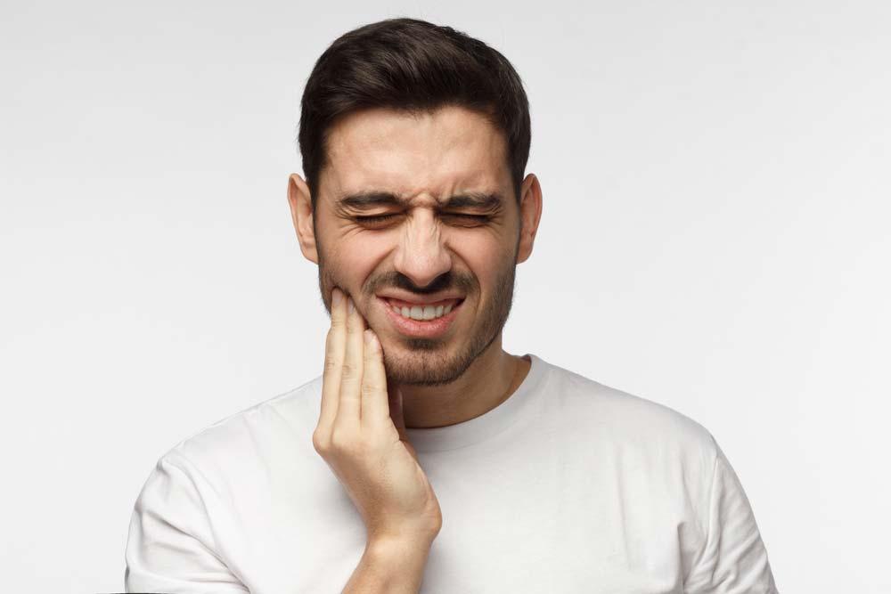 Dolor en la mandíbula por el bruxismo, Clínica dental Rafael Pla