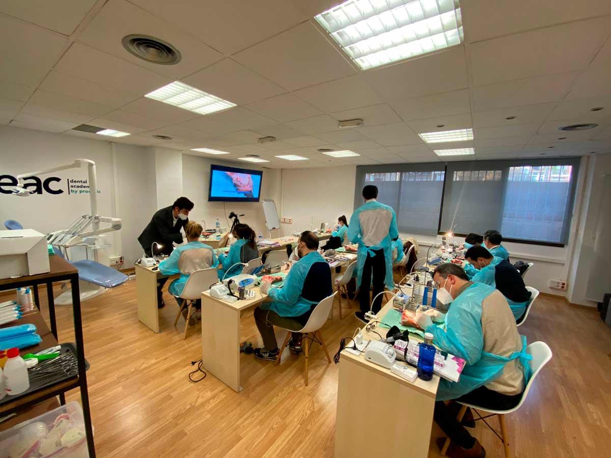El doctor Rafael PLA, en Academia Dental DEAC
